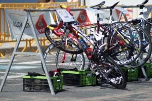 Bicicleta de Javi Gómez Noya na área de transición de Vigo